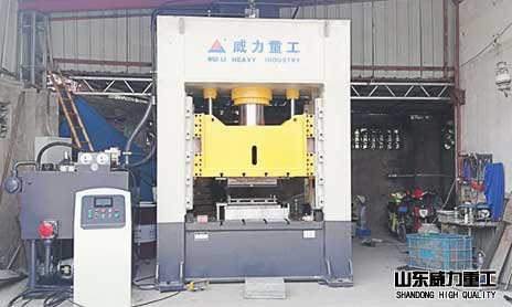 YW34-315T框架式液压机进驻上海某五金公si