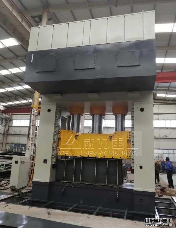 1600吨框架ye压机hou视图