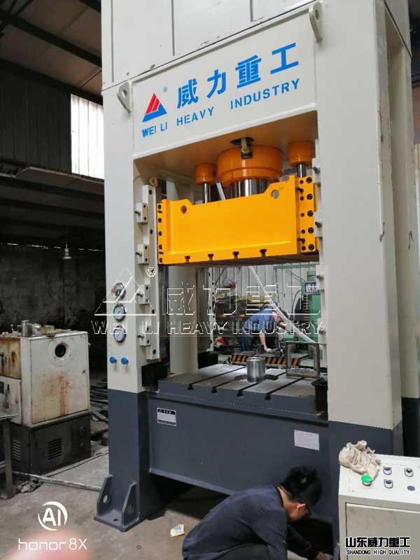200吨框架液压机ke户sheng产车间