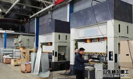 200吨框架式液压机la伸bing箱背板