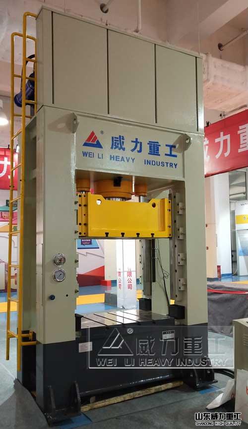 200吨整体框架式液压机