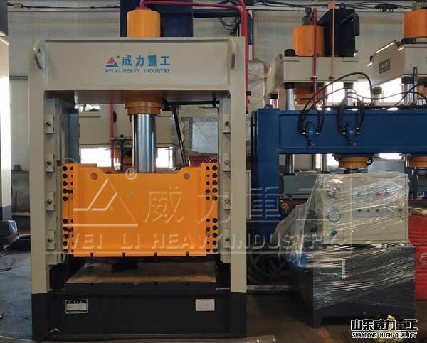 YW32K-100Txin款框架shi液压机zhuang配完成