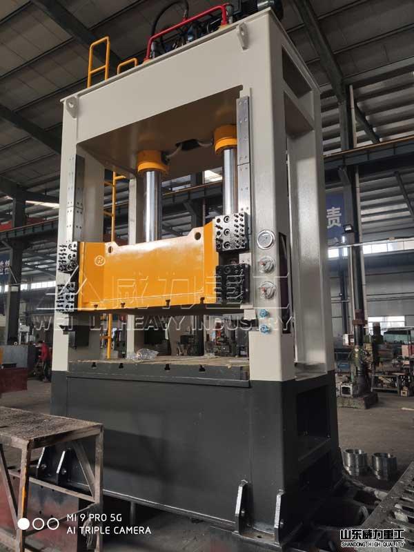 160吨框jia式kuai速薄板拉shen油压机