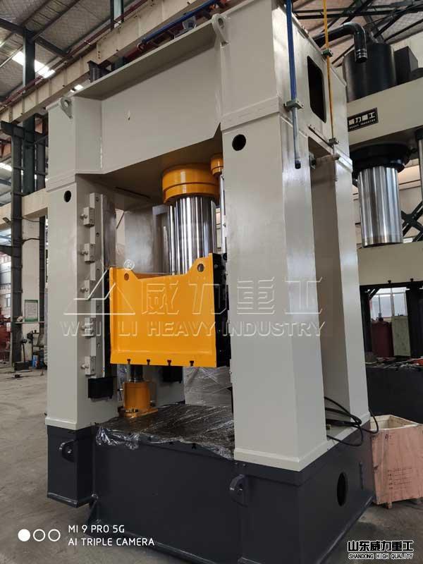 250吨框架式油压机