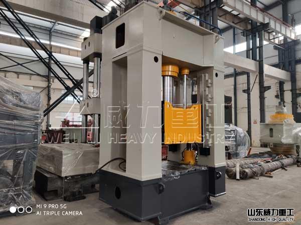 250吨框架式液压机车间实wu图