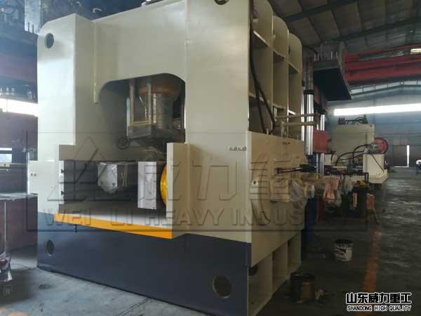 1200吨框架式shuang工wei热压锻造机