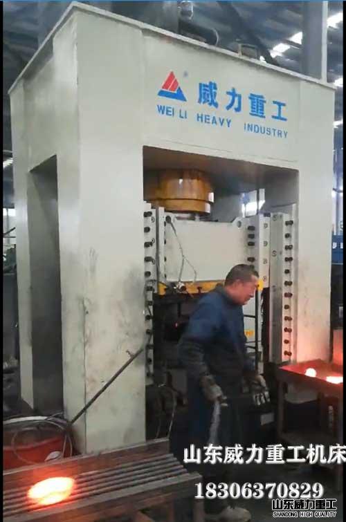 duo工weihongchong液压机