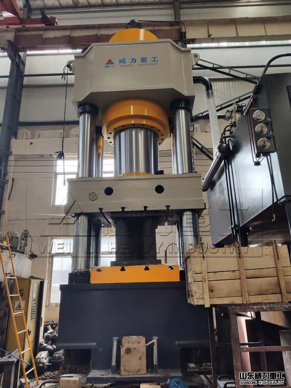 1200吨四柱式热锻成型液压机车间实物图